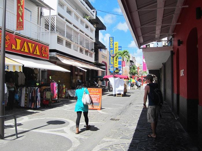 Shopping auf Guadeloupe: Die Einkaufsstraße von Point-a-Pitre