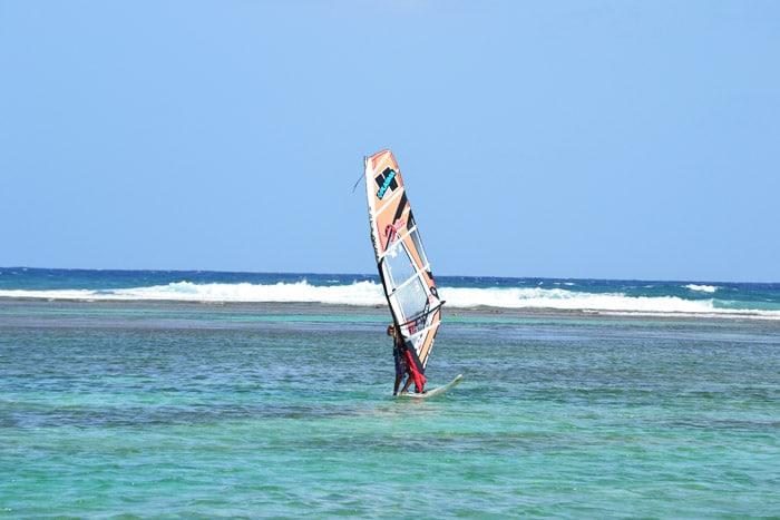 Windsurfen am Plage de la Caravelle, Guadeloupe