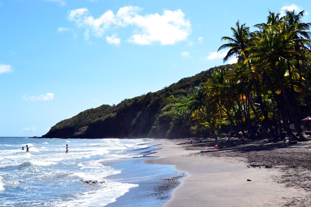 Basse Terre Guadeloupe schwarzer Vulkan Strand Vulkansand