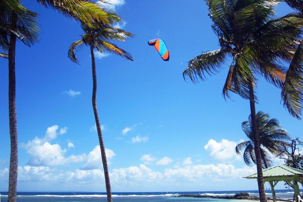 Kitesurfen am Strand von Saint Francois Guadeloupe