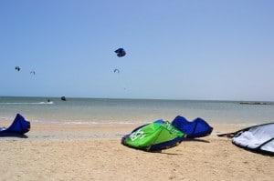 Kitesurfen auf Djerba: Kitesurfer an der Lagune auf Djerba