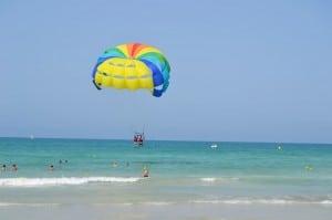 Parasailing am Strand von Djerba