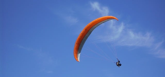 Gleitschirmfliegen - Paragliding in der Luft