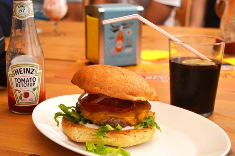 Davinga Surf School: Burger im Davinga`s Diner auf Fuerteventura