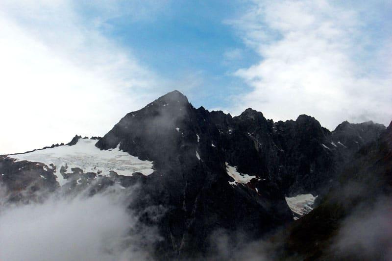 Bergkette auf dem Weg zum Milford Sound