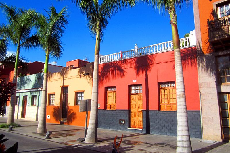 bunte Häuserfassaden in Puerto de la Cruz, Teneriffa