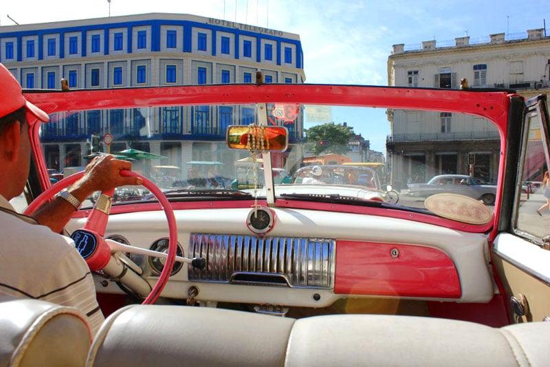 Kitesurfen auf Kuba: Oldtimer Cabrio fahren in Havanna, Kuba