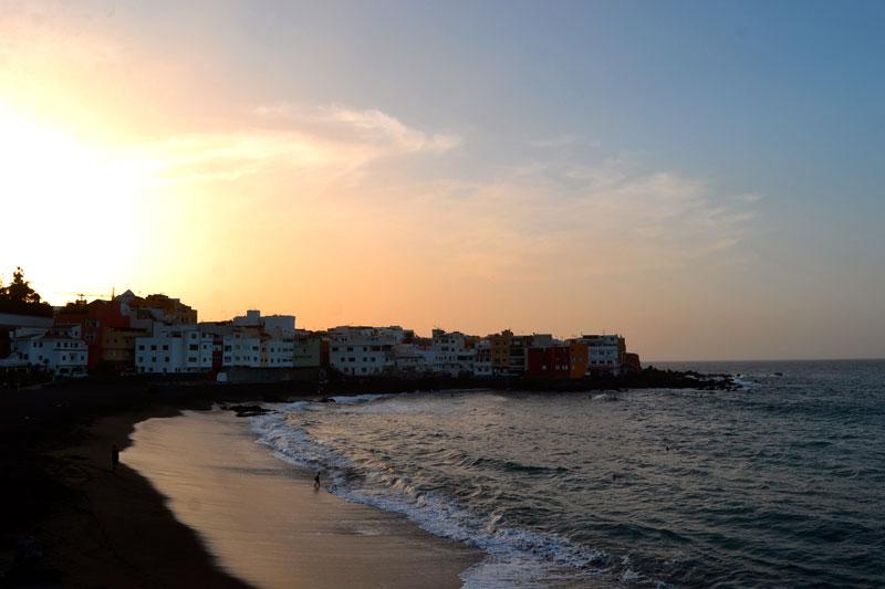 Surfen auf Teneriffa: Sonnenuntergang am Playa Jardin Teneriffa