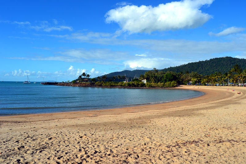 Sandstrand bei Airlie Beach in Queensland, Australien