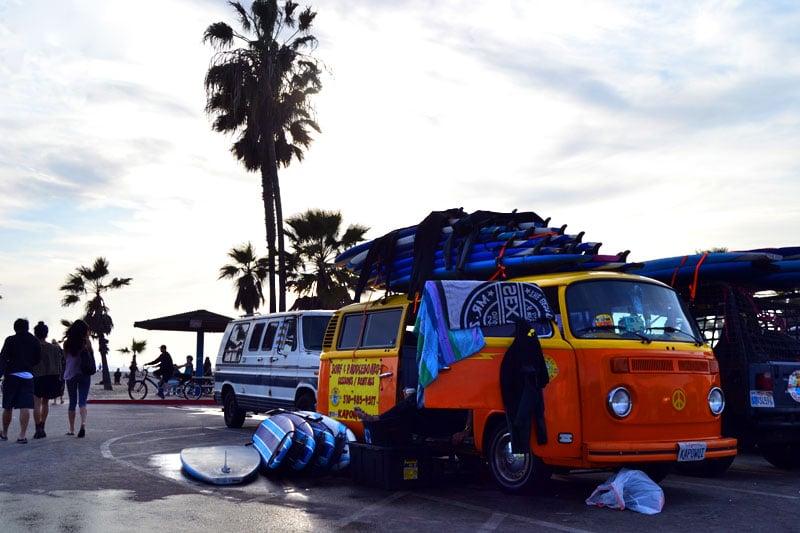 Surfschule am Venice Beach, Los Angeles, Kalifornien