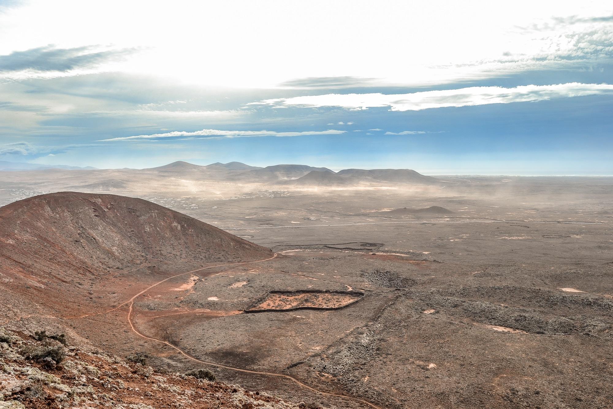 Vulkanwanderung beim Yoga Retreat auf Fuerteventura