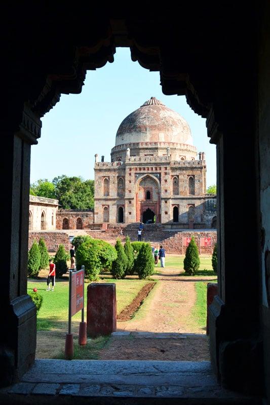 Blick auf das Hindu Monument in den Lodi Gärten in Delhi, Indien