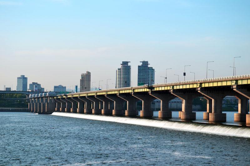Seoul Jamsil Hangang Park Bridge