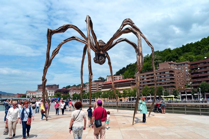 Spinne am Platz vor dem Guggenheim Museum in Bilbao, Spanien