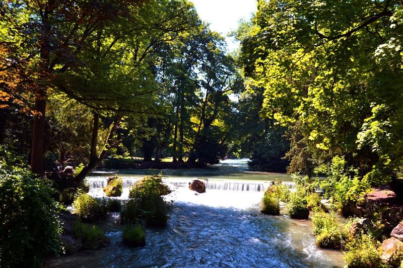 Badestellen an der Isar: Isar im englischen Garten, München