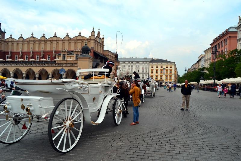 Pferdekutsche in der Altstadt von Krakau, Polen