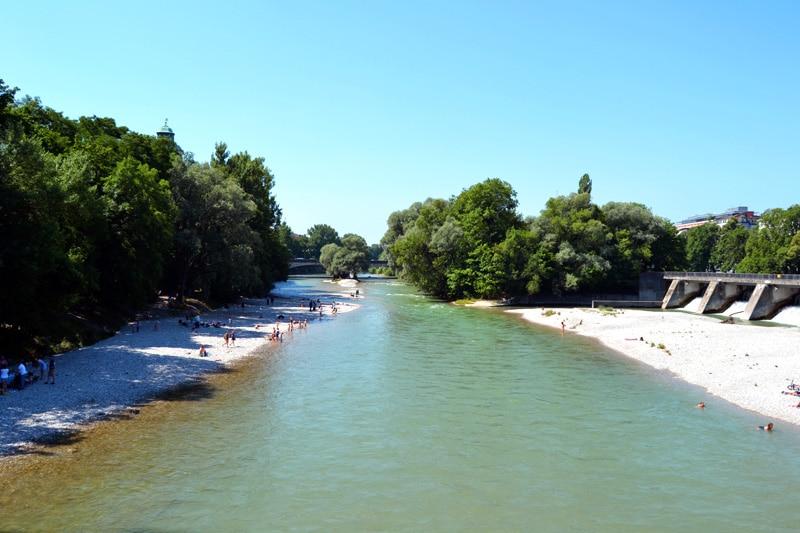 Badestellen an der Isar: Isarstrand im Lehel in München