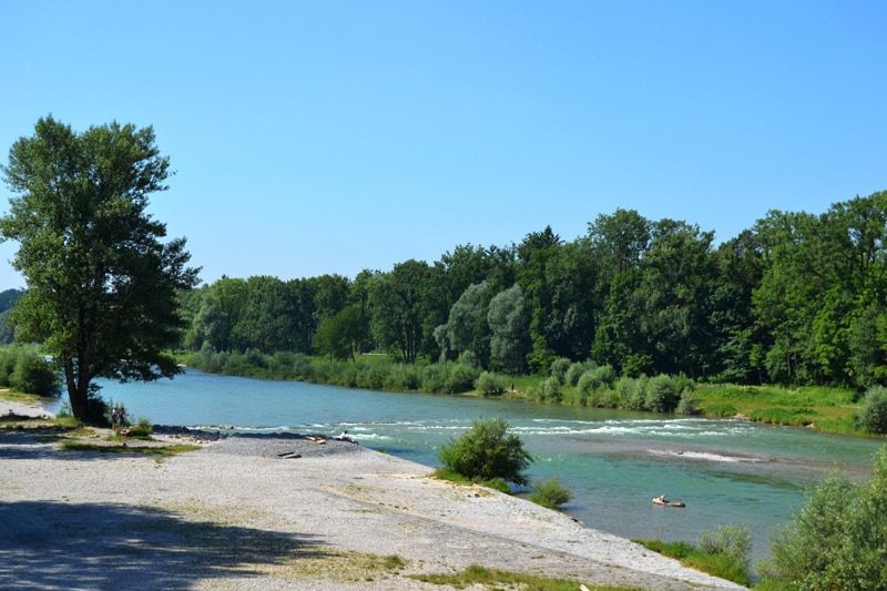 Badestellen an der Isar: Isarstrand am Tierpark in München