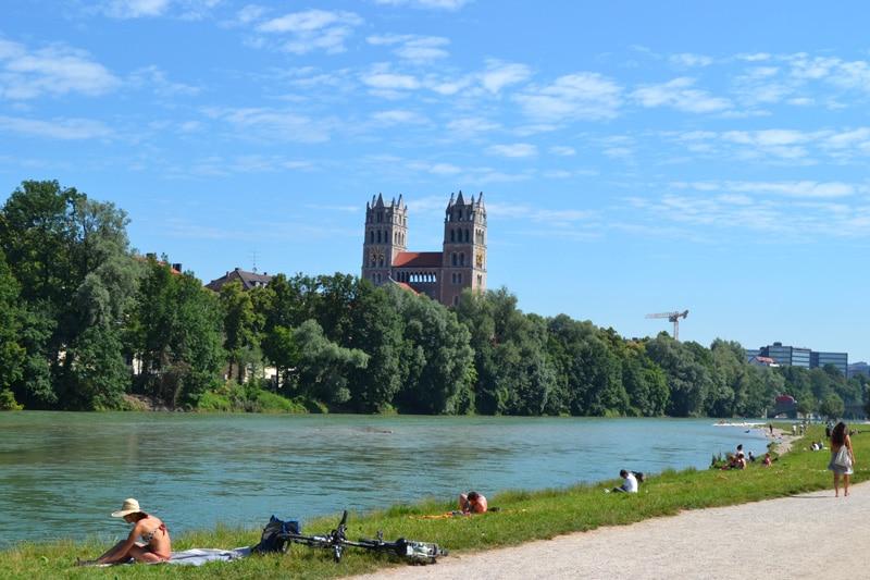 Deutschland: Isar Strand in der Au an der Wittelsbacher Brücke