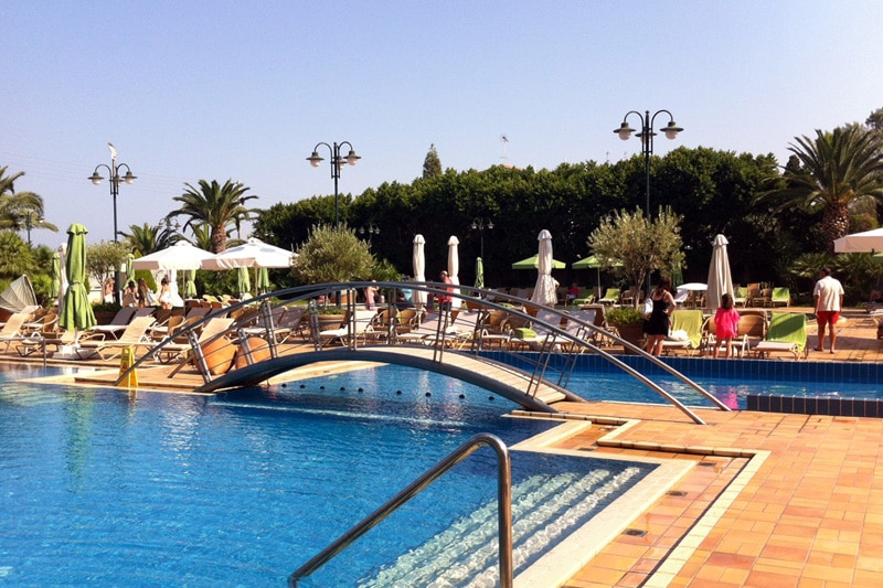 Pool im Divani Apollon Palace in Athen