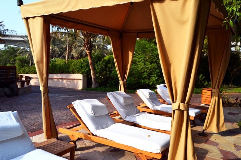 Grand Hyatt Dubai Liegen am Pool
