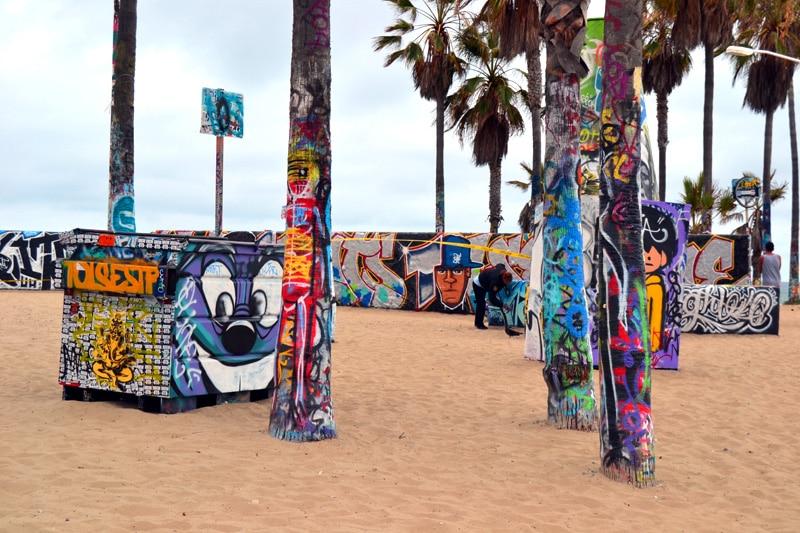 Graffiti Palmen am Venice Beach in Los Angeles