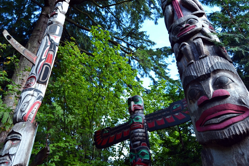 Totempfähle der Indianer im Capilano Suspension Bridge Park