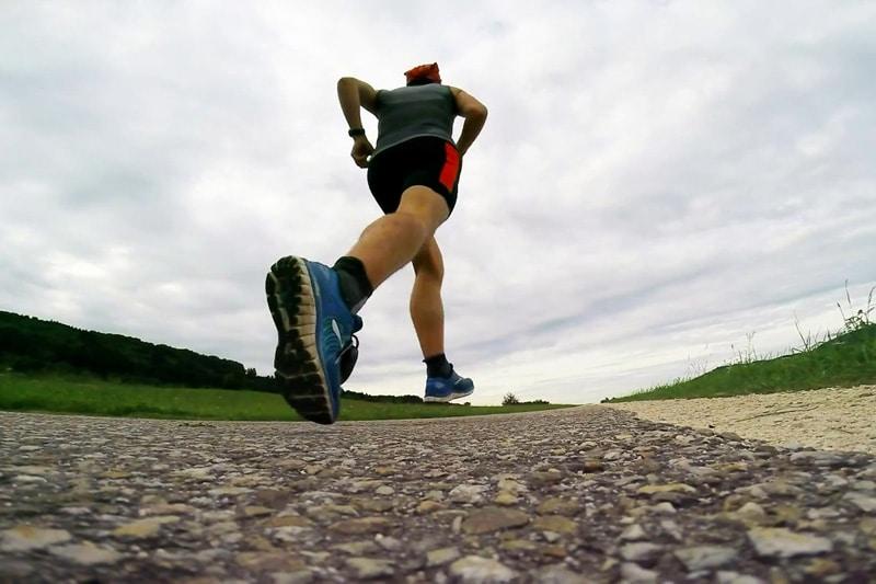 Fit bleiben auf Reisen: Jürgen von den Lifetravellerz beim Laufen