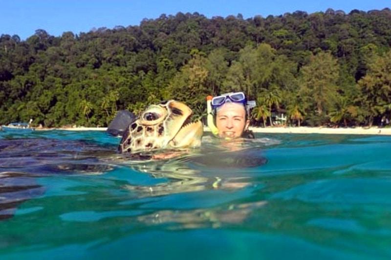Fit bleiben auf Reisen: Tanja von Reiseaufnahmen beim Schnorcheln