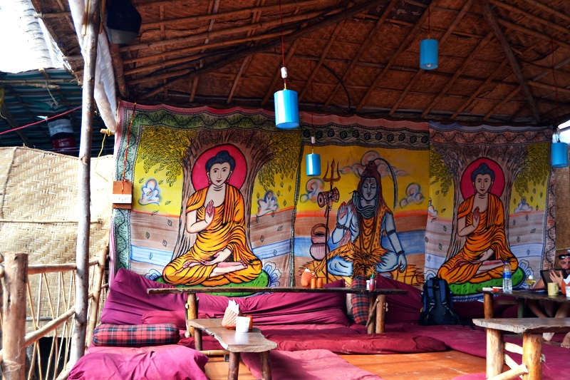 Laughing Buddha am Arambol Beach: Hippiestrand in Goa