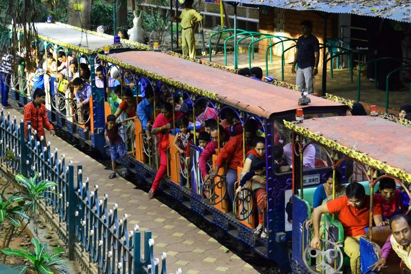 Zug im Cubbon Park Bangalore