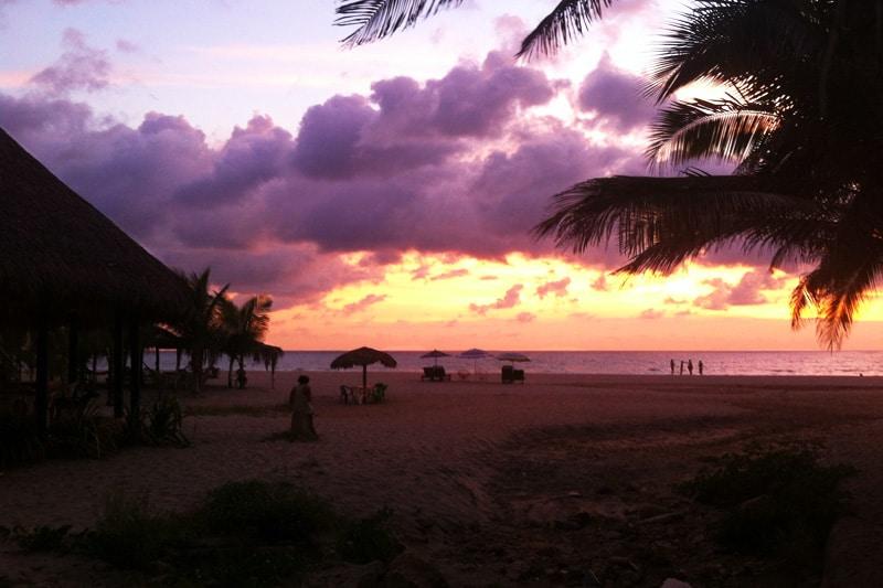 Sonnenuntergang am Strand von Puerto Escondido, Mexiko