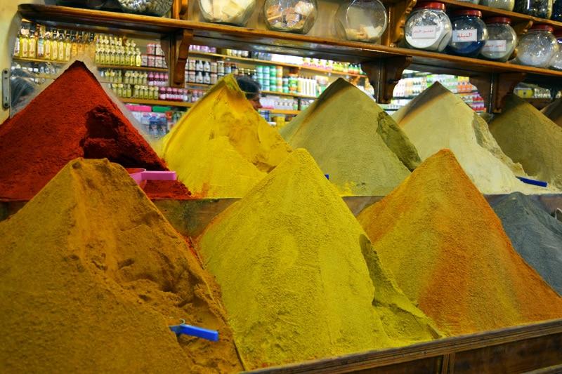 Einkaufen in den Souks von Marrakesch, Marokko
