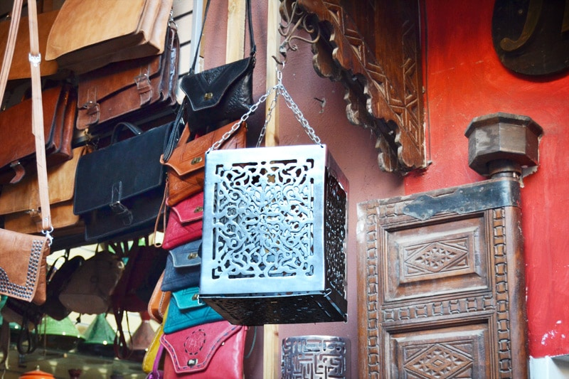 Shopping in den Souks von Marrakesch, Marokko