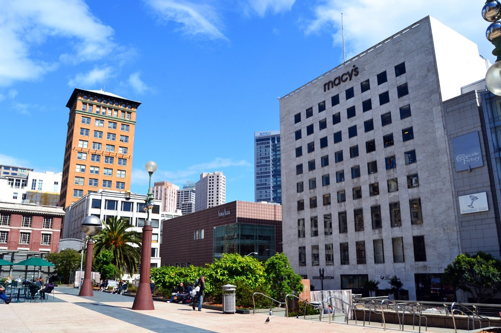 Explore San Francisco's Unique Union Square The heart of San Francisco is steps from Hotel Nikko. Union Square is home to unparalleled shopping opportunities at such refined retailers as Neiman Marcus, Saks Fifth Avenue, and Bloomingdale'newbez.mlon: Mason Street, San Francisco, , CA.