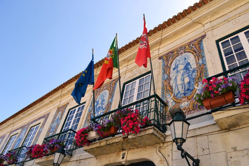 Cascais bei Lissabon - Rathaus und historische Gebäude in der Altstadt