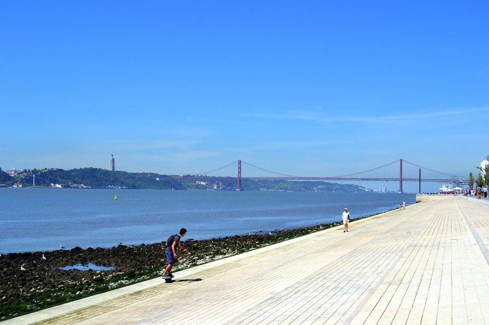 Ponta de 25 Abril Lissabon Promenade