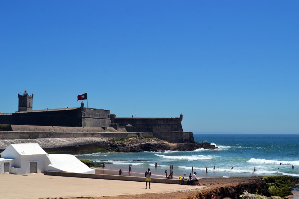Praia de Carcavelos - Surfen in Lissabon, Portugal