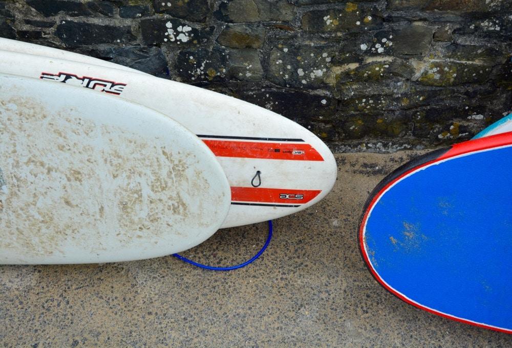 Surfen in Lahinch im Südwesten von Irland