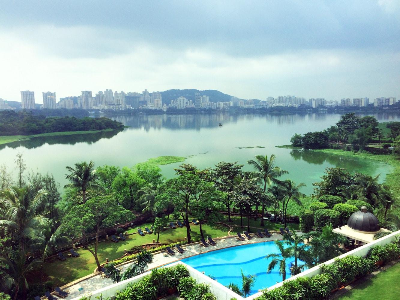 Mumbai Renaissance Hotel Pool und Garten
