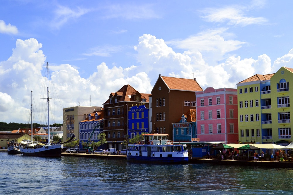 Curacao: Bunte Häuser in Willemstad