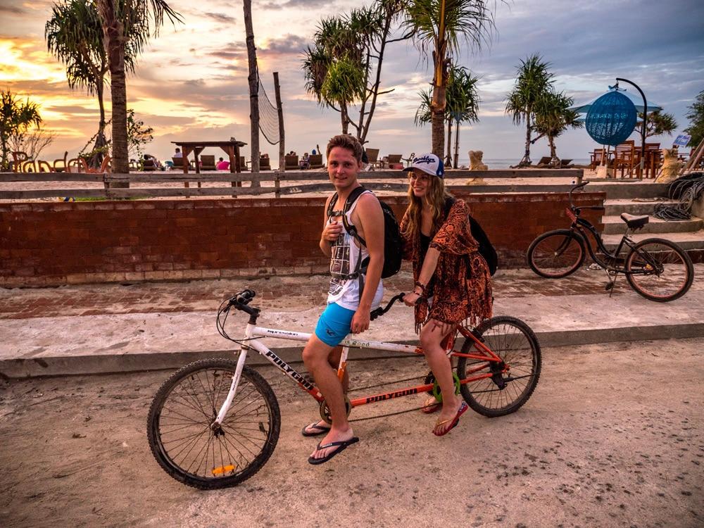 Fahrrad fahren auf Gili Trawangan - eine Woche Bali mit BackpackerPack Trips