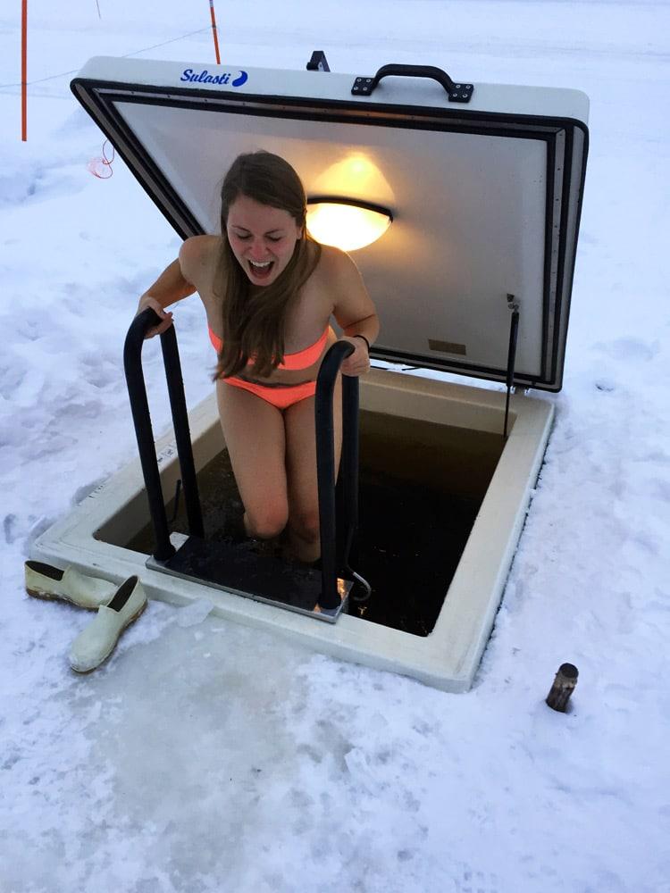 Finnische Sauna und Eisbaden in Levi Lappland