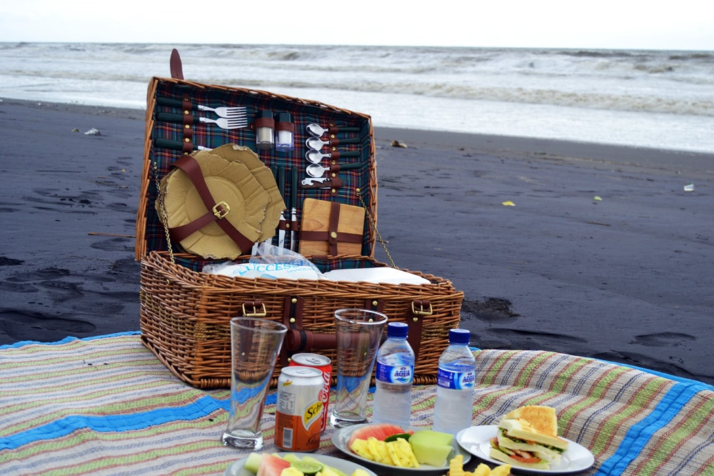 Sahaja Sawah Resort Bali Erfahrungsbericht: Picknick am Strand