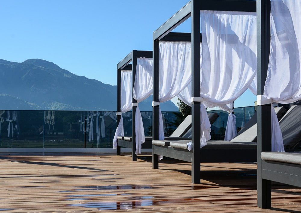 la maiena meran resort Sky Terrasse und pool