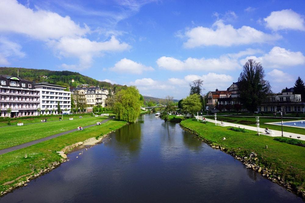 Sport- und Wellnesswochenende in Bad Kissingen: Ausblick von der Ludwigsbrücke auf den Luitpoldpark