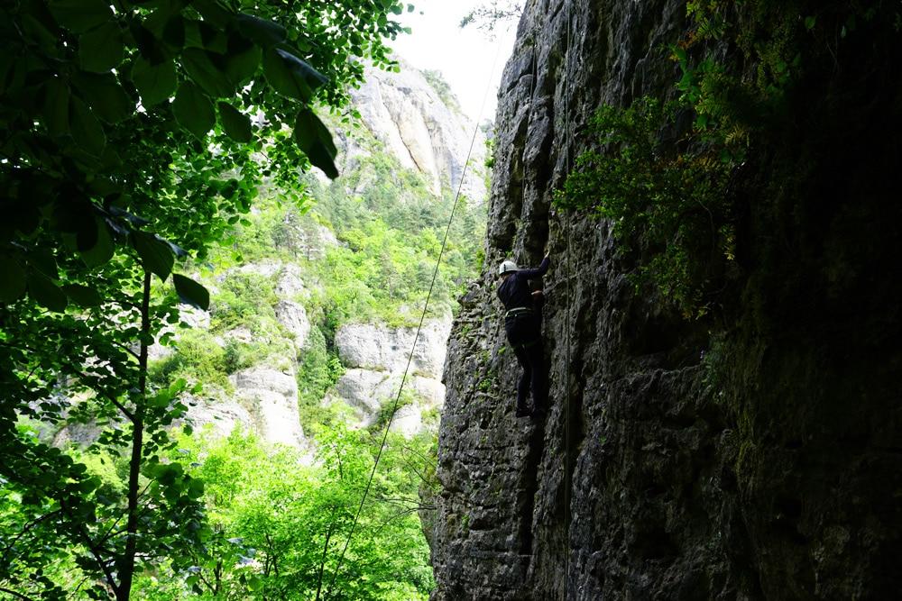 Frankreich Roadtrip: Klettern am Fels in der Lozere