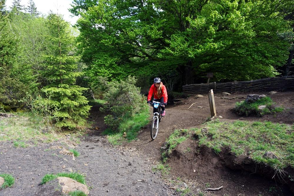 Frankreich Roadtrip: Mountainbiken auf den Mountainbike Trails rund um den Puy de la Vache Vulkan in der Auvergne