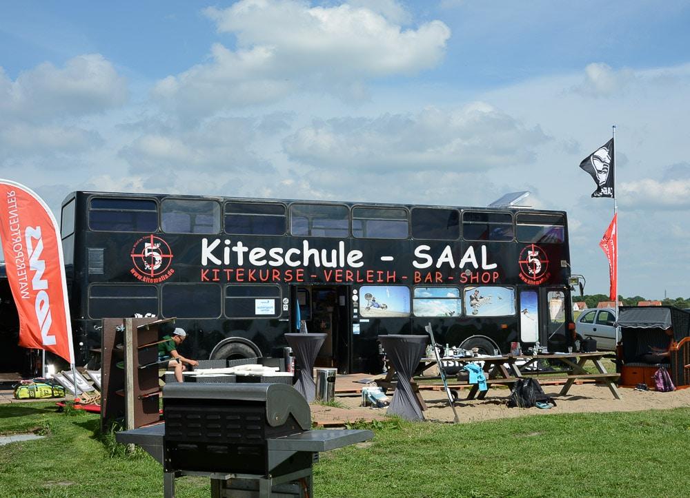 Surfen an der Ostsee: Kitesurf Schule Kitemafia Saaler Bodden