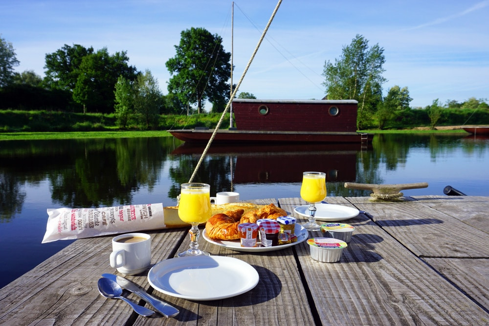 Hausbootferien in Frankreich: La Toue Cabanee Hausboot in Burgund - Bourgogne Franche Comté